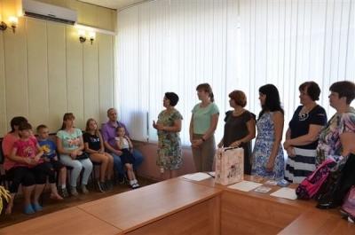 В Рассказово 11 семей получили к школе канцелярские принадлежности и одежду
