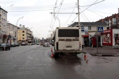 В Тамбове 80 -летняя пенсионерка упала в троллейбусе и сломала ногу
