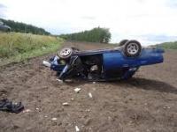Медики спасают жизнь водителя, машина которого опрокинулась у Дуплят-Маслова