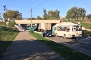В Тамбове грузовик не вписался в габариты путепровода