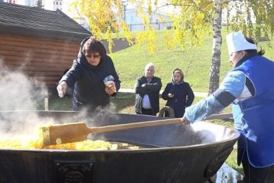 В Тамбове на тульской сковороде приготовили пробную порцию картошки