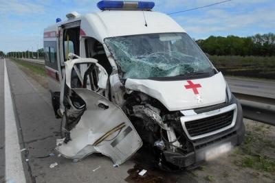 В Тамбовском районе столкнулись трактор и скорая помощь: есть пострадавшие