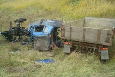 В Пичаевском районе в перевернутом тракторе нашли труп водителя