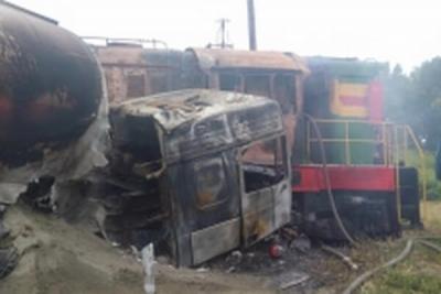 В Кирсановском районе грузовик столкнулся с тепловозом и загорелся