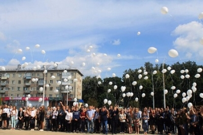 Державинцы выпустили в небо 334 белых шара в память о погибших в Беслане