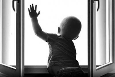 В Тамбове двухлетний мальчик выпал из окна