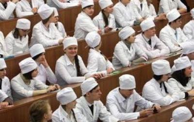 Тамбовские власти продолжают решать проблему нехватки врачей в области