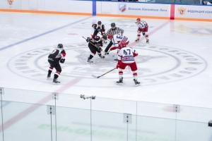 """Студенты ТГУ и игроки """"Тамбова"""" сыграли в хоккей"""