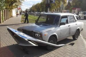 """В Тамбове водитель """"семерки"""" врезался в дорожный знак, который упал на пешехода"""