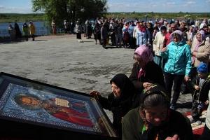 Тысячи паломников приехали в Мамонтову пустынь, чтобы почтить память Николая Чудотворца