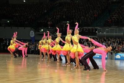 Артисты тамбовского ансамбля танца «Цвета радуги» дадут концерт в пользу больных детей